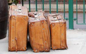 Čovek se krio u koferu i pljačkao prtljag putnika