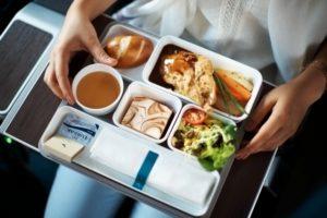 Da li ćemo u budućnosti morati da plaćamo hranu u avionu?