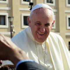 Papa Franja tokom leta obavio venčanje