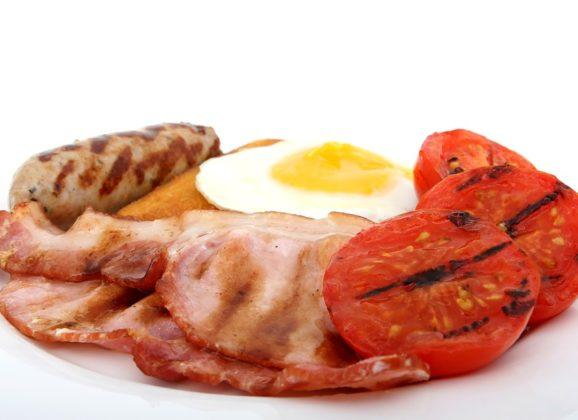 Zašto je drugi obrok na dugim noćnim letovima uvek doručak?