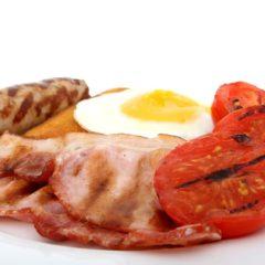 Zašto se na dugim letovima doručak služi i u podne?