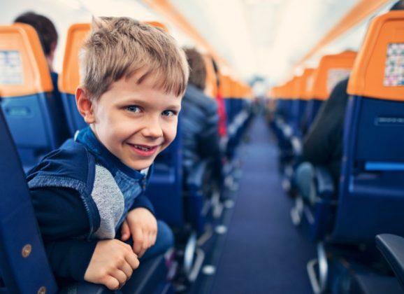 Kako da preživite putovanje avionom sa decom?