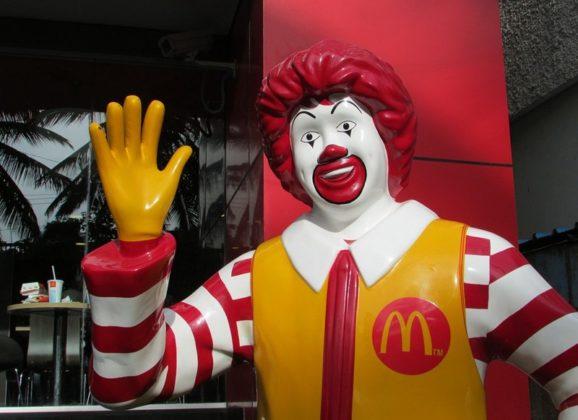 Amerikanac izgubi pasoš i uđe u… Mekdonalds!