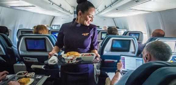 Šta nikada ne treba da pitate stjuardesu