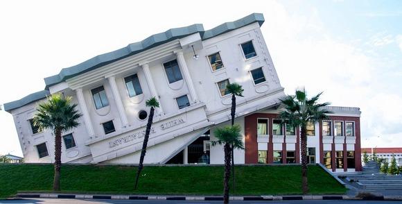 Batumi je poznat po neobičnoj kombinaciji savremenih i tradicionalnih arhitektonskih stilova