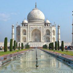 Ko se predugo divi Tadž Mahalu, plaća kaznu!