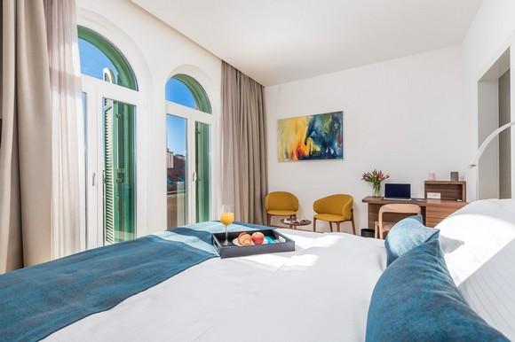 Apartman je upotpunjen bogatim sadržajima: tri smart TV-a, Bluetooth zvučni sistem, WIFI i klima-sistem u svim prostorijama