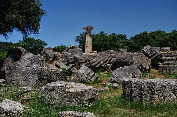 Zevsov hram se nalazio u Olimpiji i krasila ga je monumentalna statua vrhovnog grčkog boga