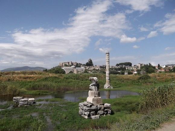 Od Artemidinog hrama ostali su samo temelji i pokoji stub