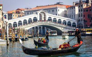Turisti kažnjeni u Veneciji zbog kuvanja kafe na ulici