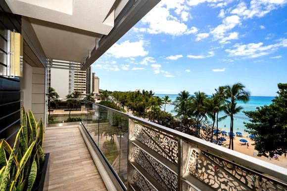 Balkoni gledaju na plažu Waikiki