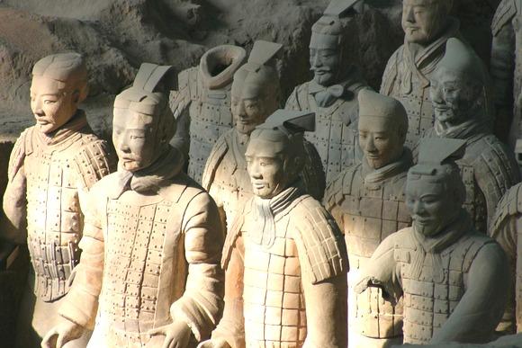 Osam hiljada glinenih ratnika nalaze se u Muzeju prvog kineskog cara Ćina u Sijenu