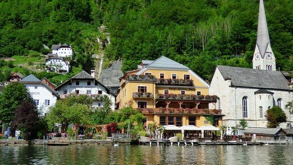U Halštatu posetioci mogu da uživaju u tradicionalnoj arhitekturi i muzeju lokalne istorije