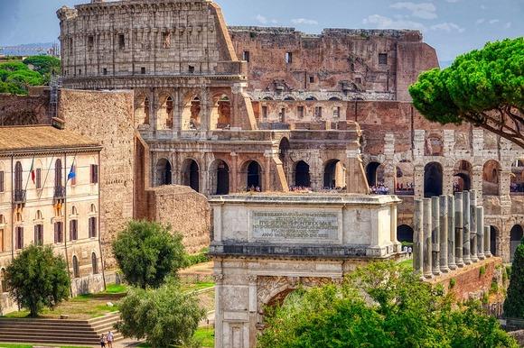 Koloseum je jedna od najvećih atrakcija Rima i simbol Rimskog carstva