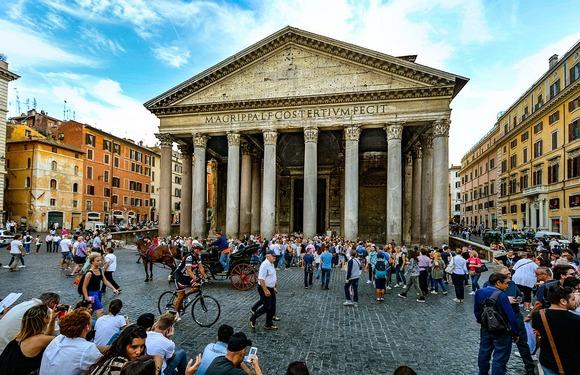 Panteon, hram svih bogova, sada je katolička crkva i jedna od najvećih besplatnih atrakcija Rima