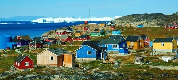 Uprkos svojoj lokaciji na surovom i ledenom severu, gradić Ilimanaq je vedar i živopisan