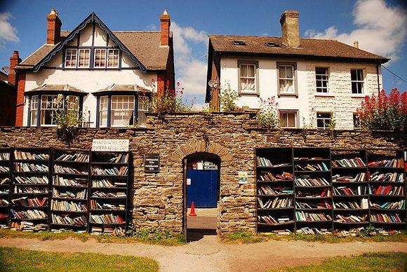 Hej na Vaju u Velsu poznat je po svojoj knjižari na otvorenom
