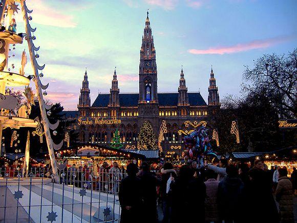 U Beču se u vreme praznika održava više marketa, ali poseta jednom se posebno preporučuje - u pitanju je Bečki san ispred gradske većnice