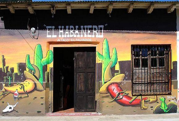 Na oko sat vremena vožnje od San Salvadora, nalazi se umetnički gradić Ataco