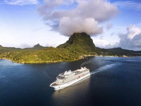 U okviru cene putovanja je i avio karta za biznis klasu, sve takse, hrana, brodski WiFi i osnovne ekskurzije