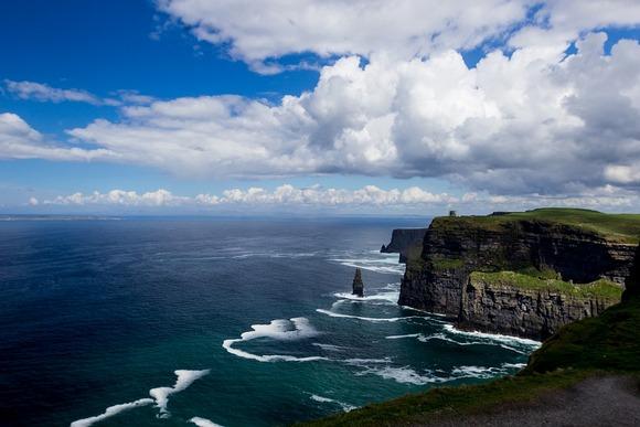 Poseta Klifovima Mohera u Irskoj podseća na posmatranje kraja sveta