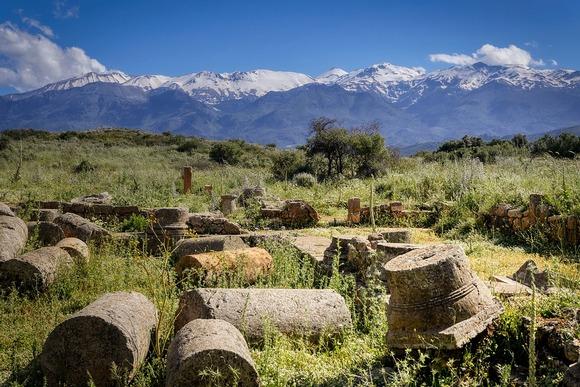 Ukoliko ste avanturista, Krit obiluje ponudom za pešačenje i planinarenje. Postoji puno mesta koje možete posetiti, uključujući plaže, kanjone i planine