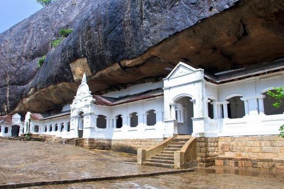 Pečine u Dambuli sadrže veliki broj statua Bude