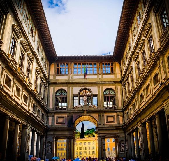 Galerija Ufici (Galleria degli Uffizi) se nalazi u istorijskom centru Firence, i to je mesto gde će vas očarati