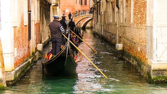 Kako bi se izobrila sa prekomernim brojem turista, Venecija je uvela nova striktna pravila