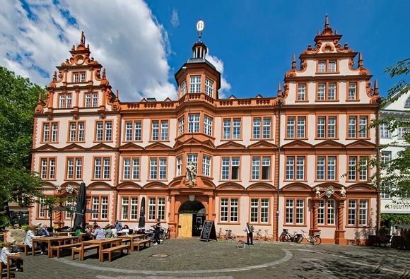 U malom Majncu nalazi se Gutenbergov muzej i prva štampana biblija