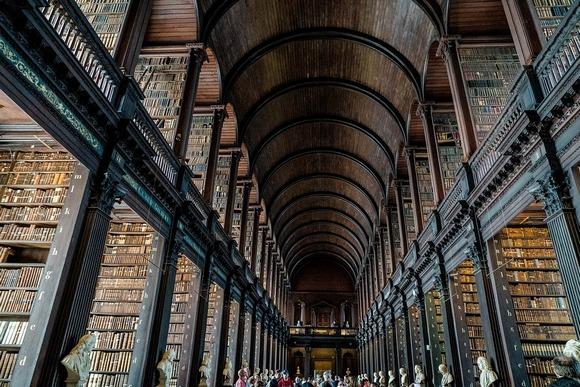 U biblioteci koledža Triniti u Dablinu čuva se čuvena Knjiga Kelsa