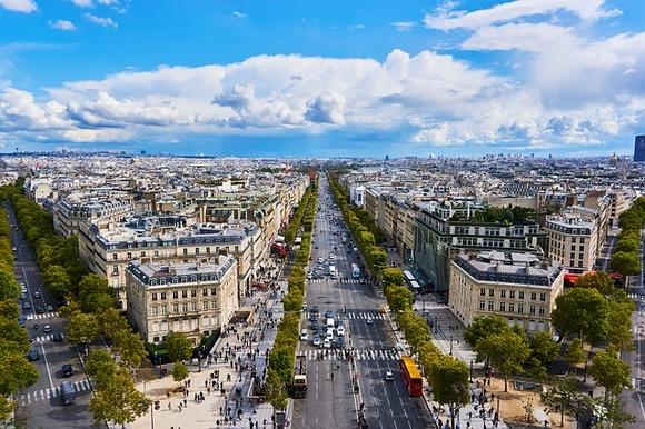 Šetnja Jelisejskim poljima je obavezna u svakom pariskom itinereru