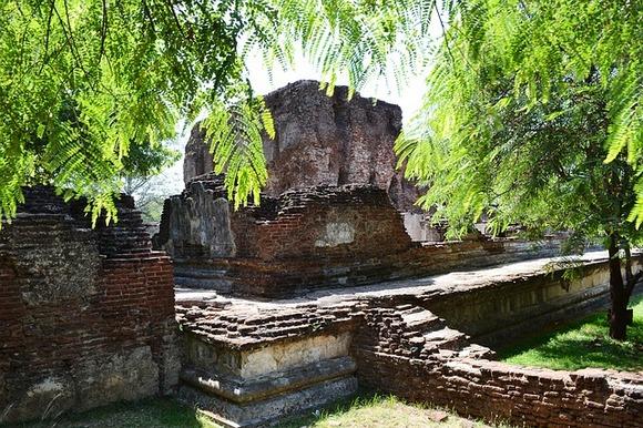 Od Polunaruve su ostale ruševine koje govore o njenom prošlom sjaju