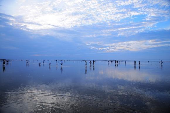 Najveće slano jezero na svetu, Salar de Uyuni, okružuju nestvarni, gotovo vanzemaljski pejzaži