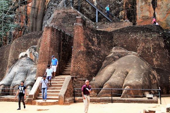 Od Lavlje kapije ostali su samo delovi, koji svedoče o njenoj prvobitnoj monumentalnosti