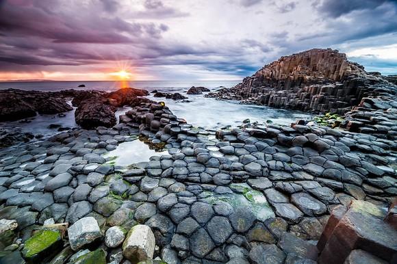 Ogromni bedemi (Giant's Causeway) smešteni uz obalu Severne Irske su pravo mesto za ljubitelje geometrije