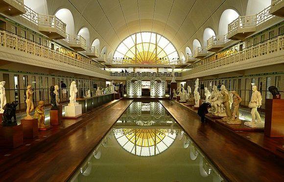 oš jedan kulturni dragulj je La Piscine, muzej dekorativne umetnosti