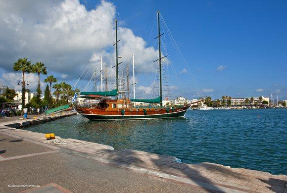 Iz luke Kosa možete se zaputiti na izlet do drugih obližnjih ostrva