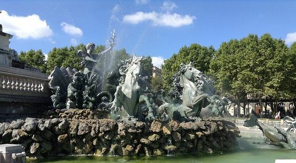 Impresivna fontana jedan je od imbola Bordoa