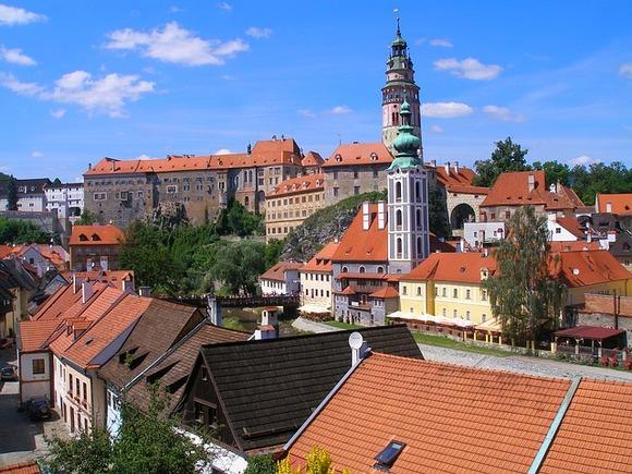 Zamak je izgrađen u 13. veku, u gotskom stilu, ali najveći deo danas očuvane arhitekture je iz od 14. do 17. veka, u gotičkom, renesanskom i baroknom stilu