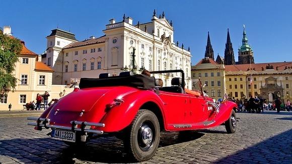Ako planirate da posetite najpoznatije znamenitosti u Pragu, najbolji pristup svemu ćete imati ukoliko boravite u četvrtima Staré Město, Nové Město ili Malá Strana