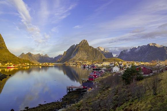 Za doživljaj ekstremne lepote i divljine uputite se u norveška sela iz bajke smeštena na Lofotskim ostrvima