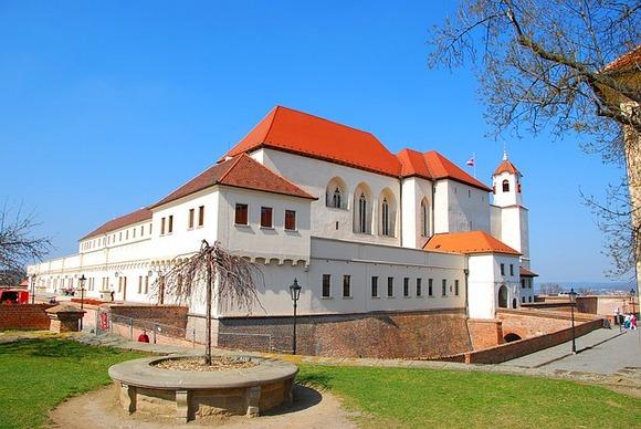 Smešten na brdu u gradu Brnu, zamak Špilberg je od 13. veka, kada ga je izgradio češki kralj Otakar II Pšemisl, imao veoma burnu istoriju