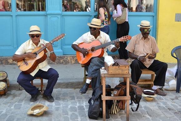 Bilo da je u pitanju neki od lokalnih hitova ili klasik Buena Vista Social Club-a, kubanska muzika je prosto zarazna