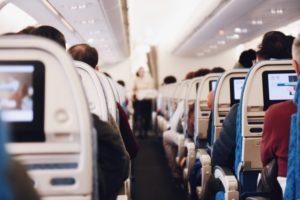 Putnica htela da udahne svež vazduh, ali u avionu