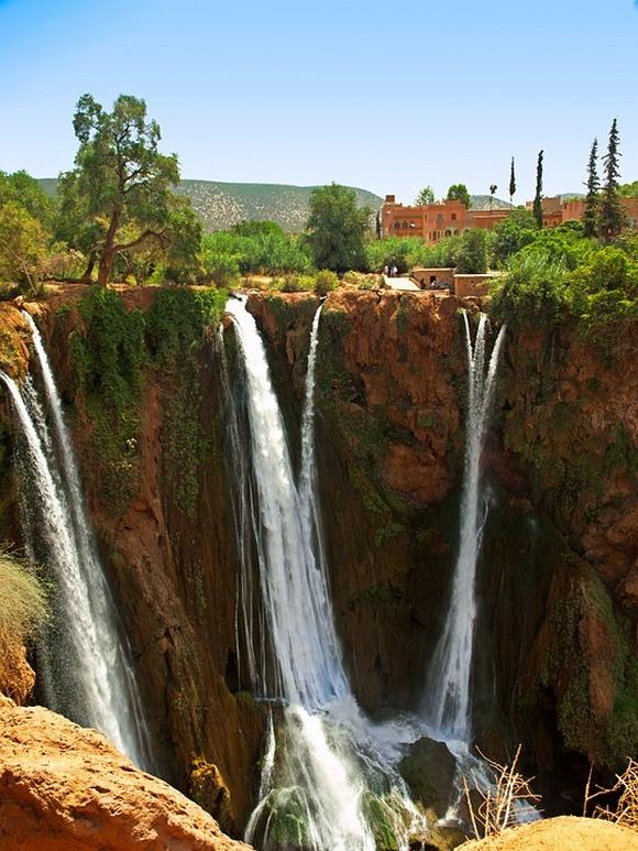 Na putu ka Marakešu (oko 15km od grada) vredi posetiti najviše vodopade u zemlji. Više visokih vodopada kolektivno nazvanih Ouzoud