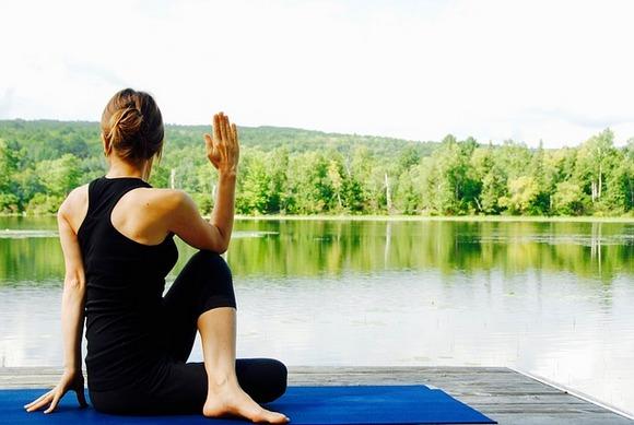 Postoji čitava kategorija rizorta namenjenih vežbanju, a ova mesta objedinjuju niz časova (biciklizma, joge, aerobika, pilatesa, kardio boksa, treninga snage) sa aktivnostima na otvorenom