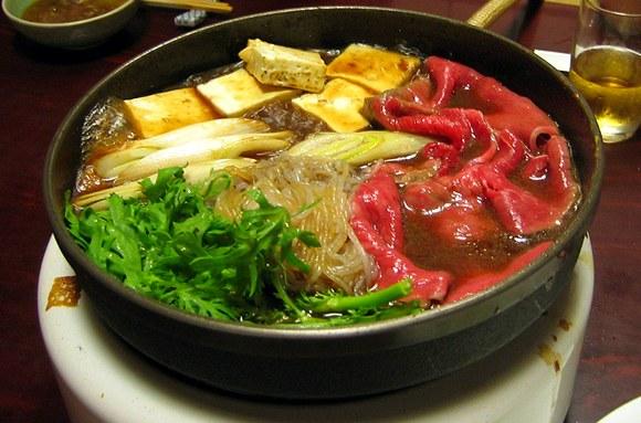 Jedno od najpoznatijih jela sa wagyu govedinom je sukiyaki, nastao početkom 20. veka