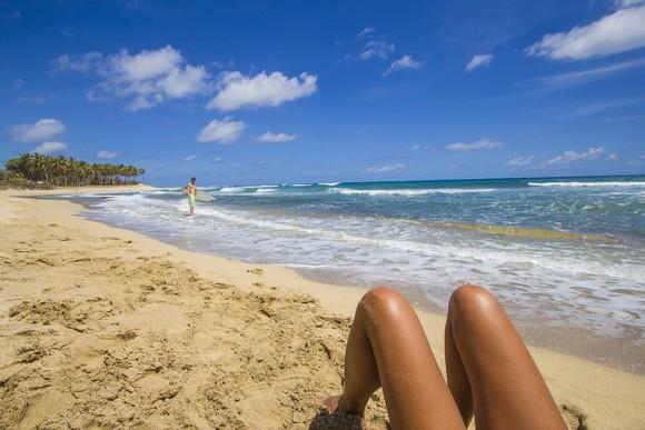 Bele peščane plaže opsedaju egzotični leptiri, pa zaista izgleda kao da ste se našli u raju