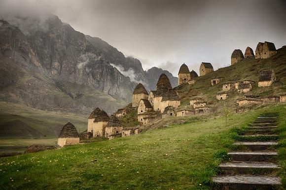 U planinskim predelima ruske republike Severne Osetije-Alanije, nalazi se jedan od misterioznijih lokaliteta u zemlji